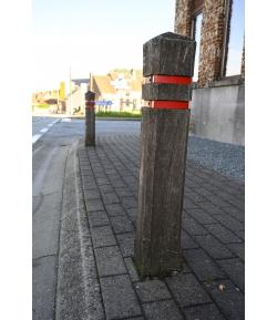 Houten verkeerspaaltjes